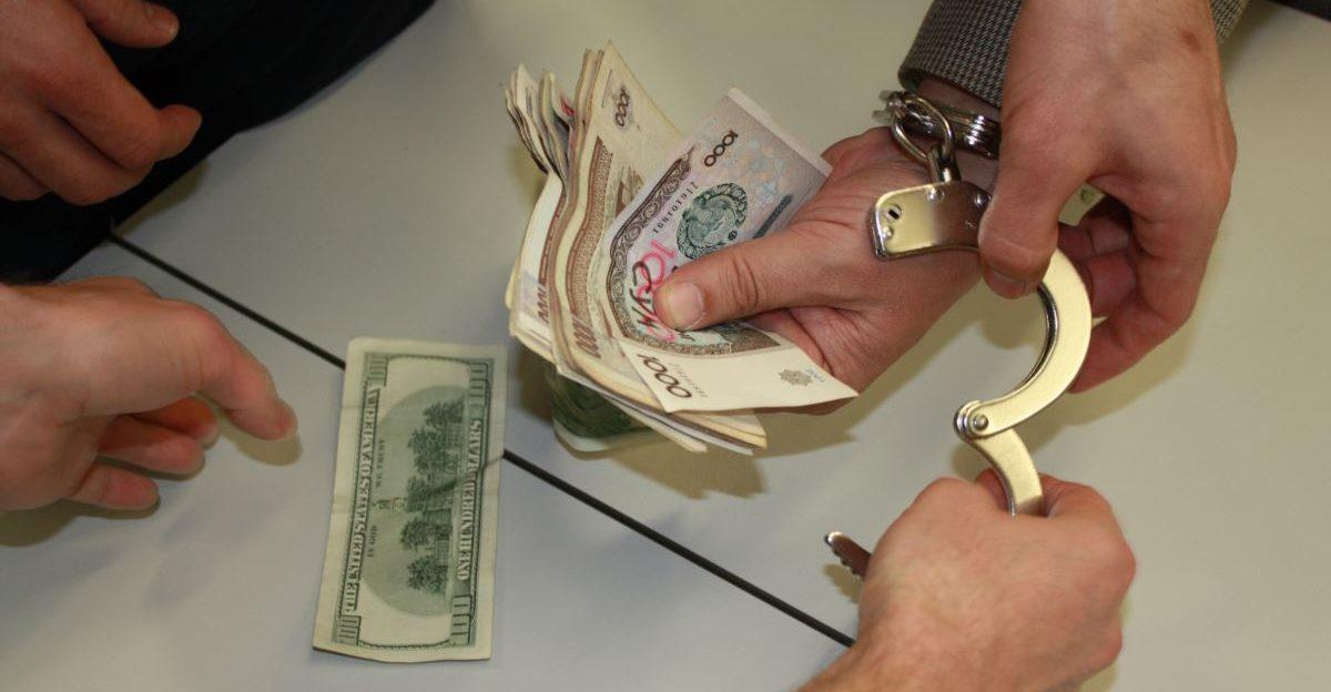 """Обмен валюты в Узбекистане на """"черном"""" рынке"""