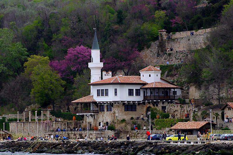 Болгария. Вид на дворец королевы с моря.