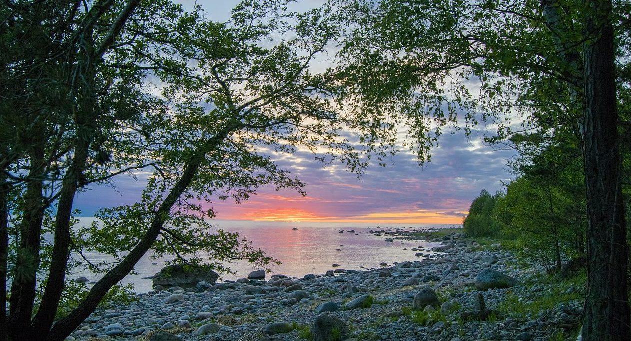 Закат солнца на полуострове Пяриспеа.
