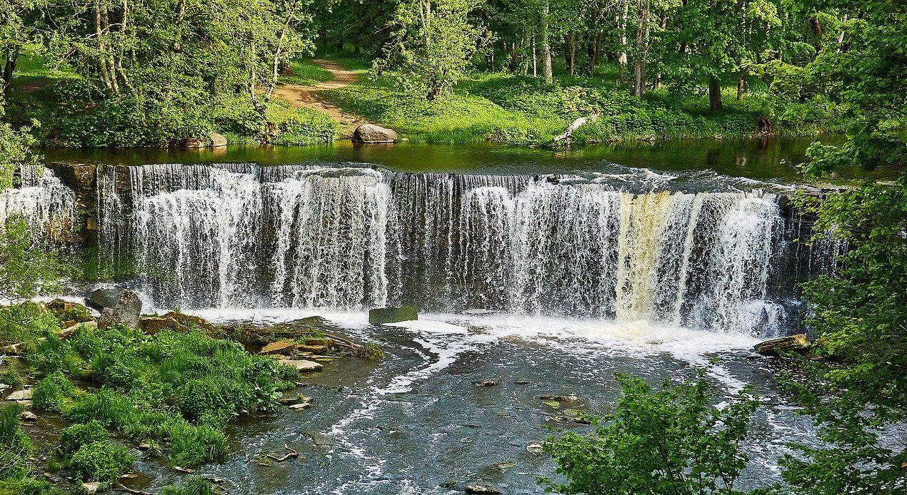 Водопад на реке.