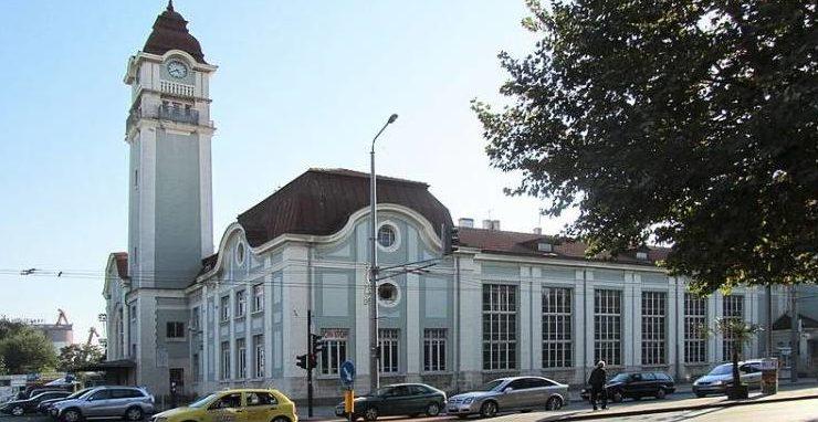 Автовокзал в Бургасе находится рядом с железнодорожным вокзалом.