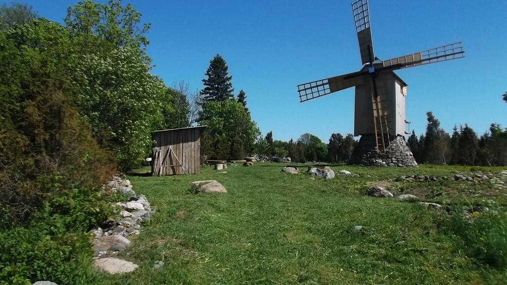 Ветряная мельница в деревне Энну.