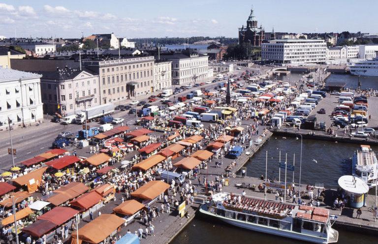 Вид сверху на Рыночную площадь, Хельсинки.