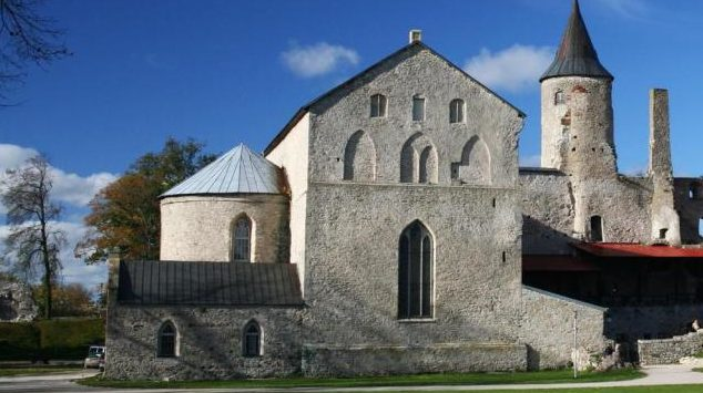 Собор святого Николая - часть архитектурного ансамбля Епископского замка.