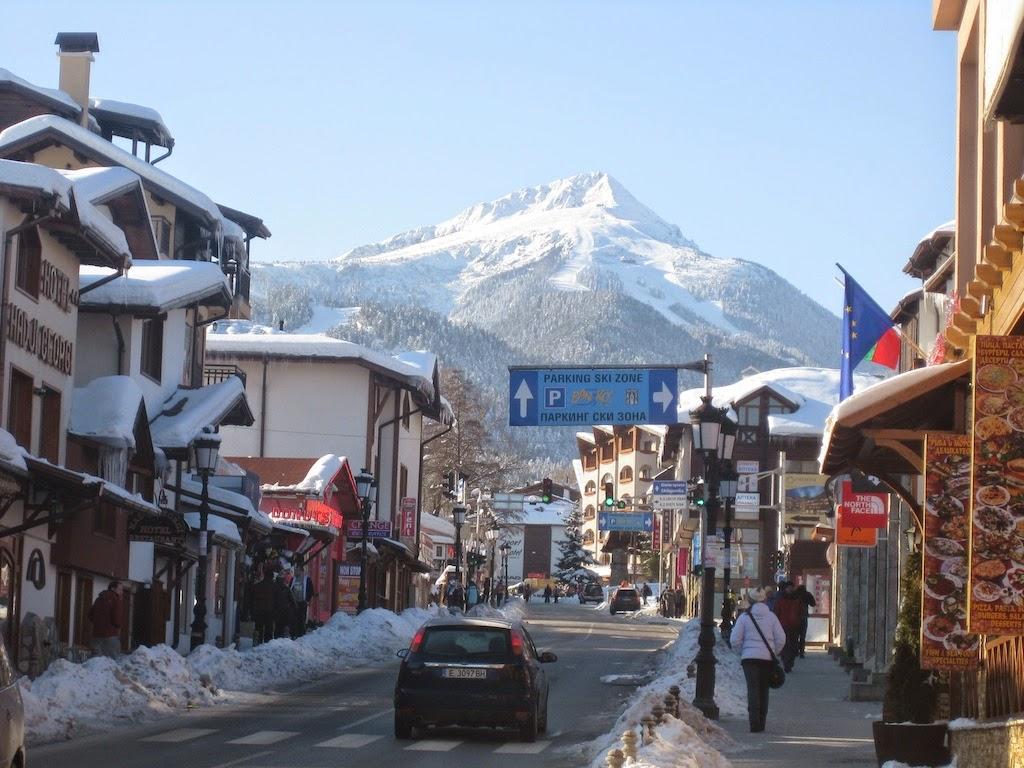 Вид с улицБанско на горы.