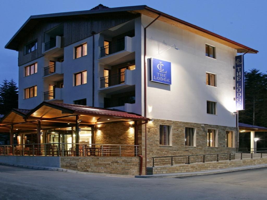 Здание The Lodge Hotel