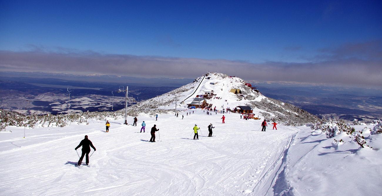Оборудование для катания на лыжах и сноуборде можно взять в аренду в ски гардеробах.