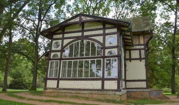 Деревянный павильон источника Рудольф.