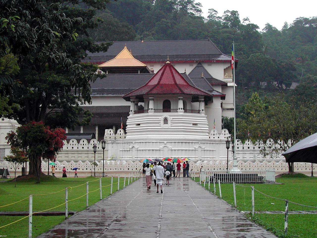 Храм Зуба Будды.