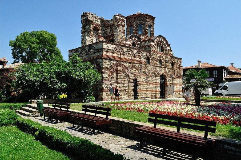 Церковь Христа-Пантократора - во внутреннем оформлении до наших дней сохранились фрагменты фресок.