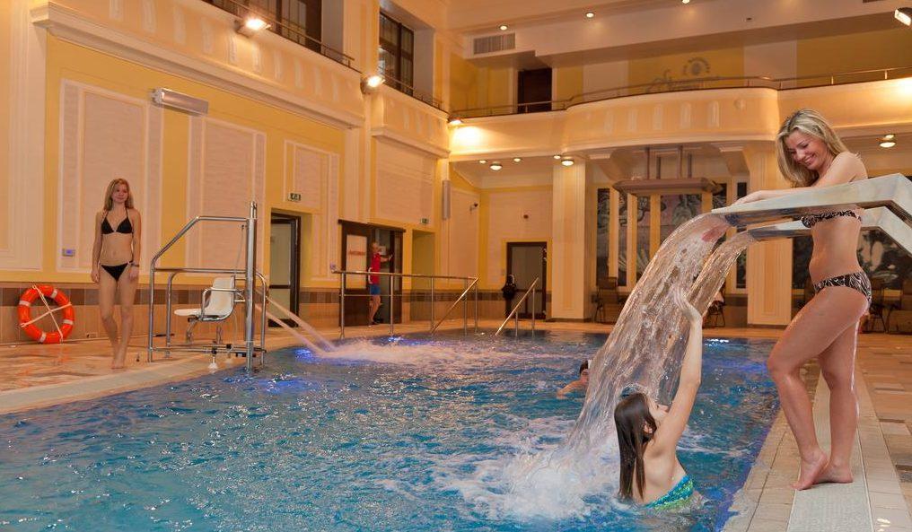 Бассейн в отеле Royal