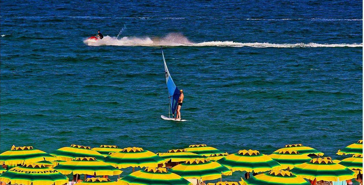 На курорте Равда все располагаетк занятиям водными видами спорта.