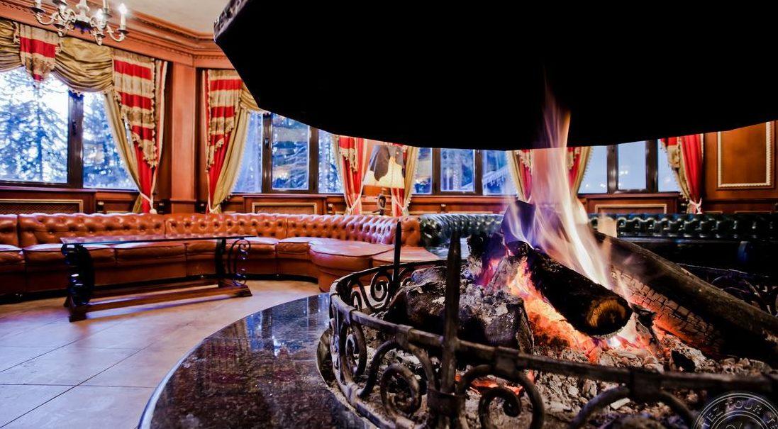Холл лобби-центра в одном из отелей в Пампорово.
