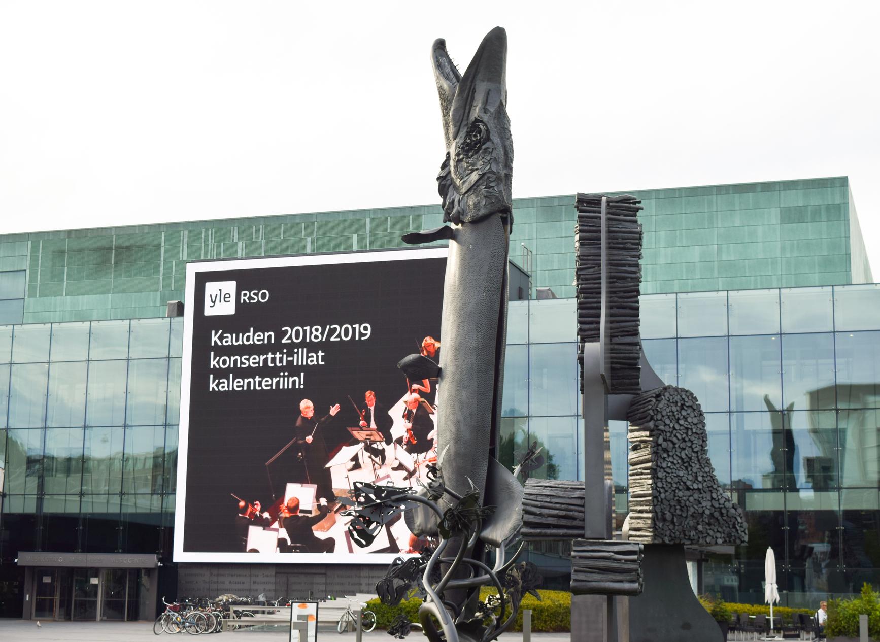 """Скульптурная композиция """"Поющая щука"""" в Хельсинки, Финляндия."""