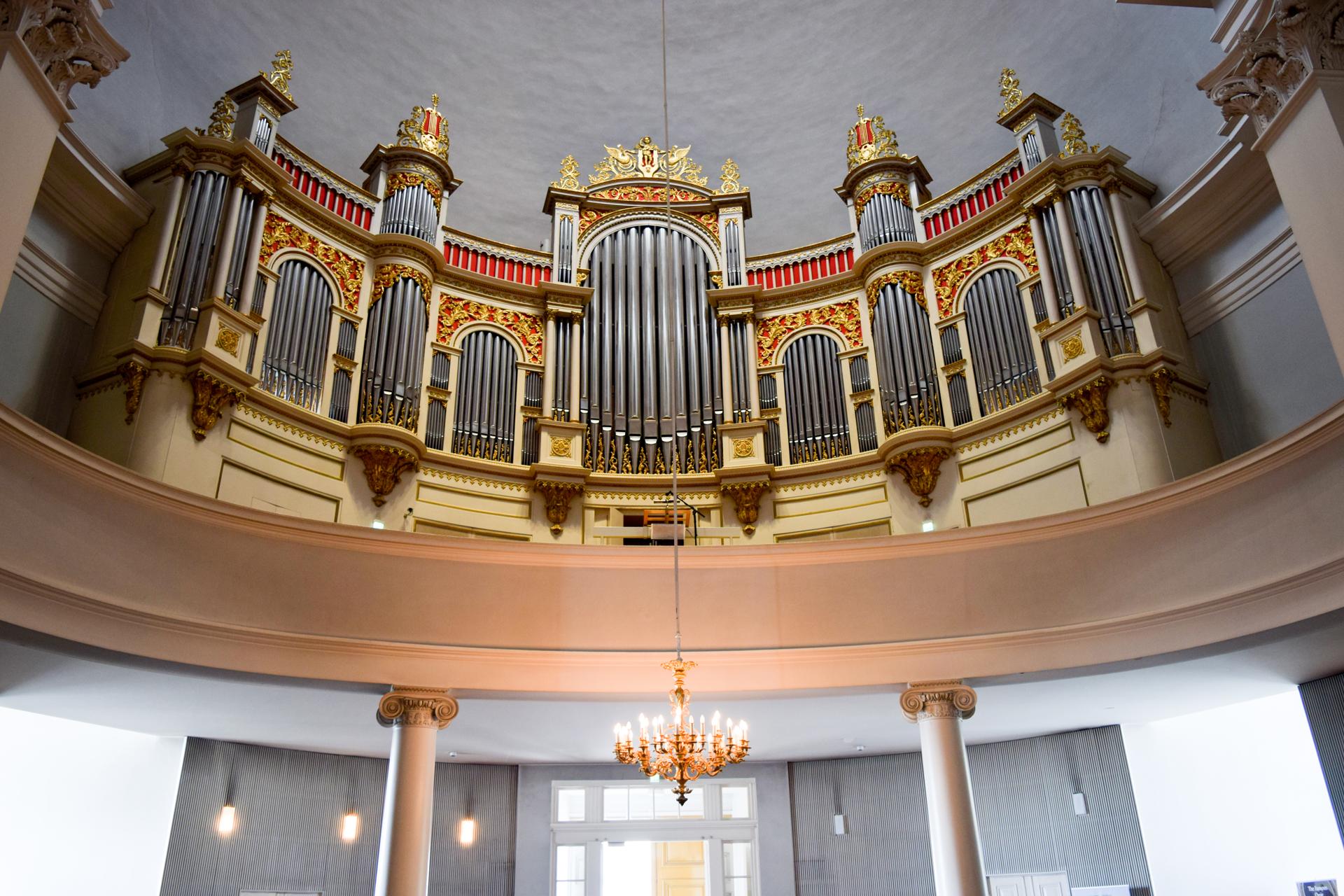 Орган в Соборе Святого Николая. Сенатская площадь в Хельсинки.
