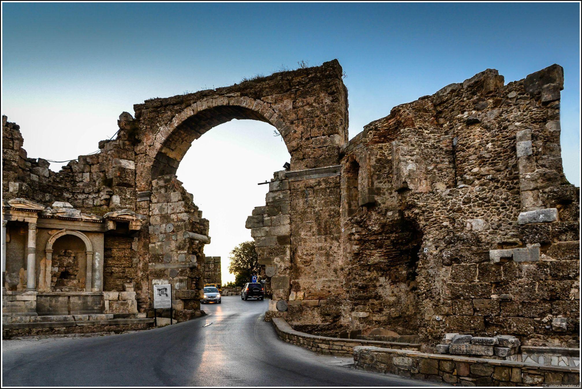 Античные ворота Сиде