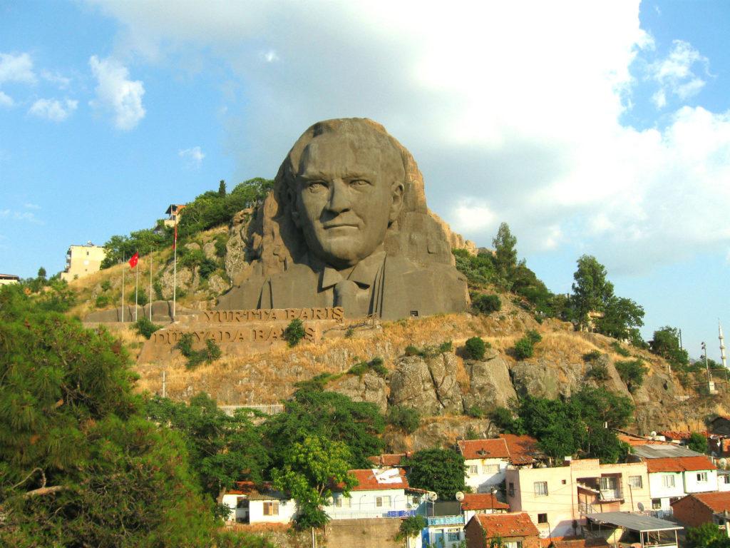 Бюст Ататюрка в скале