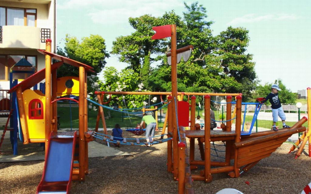 отель Долфин детская площадка