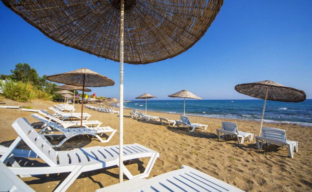 пляж у отеля Iso & Asi Turkler Hotel 4*