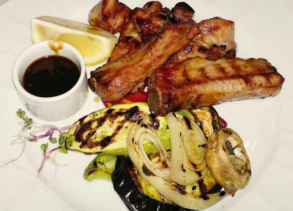 свиные ребрышки в ресторане Marche