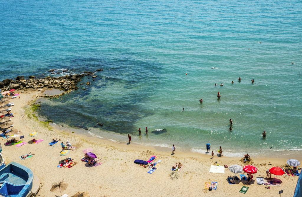 пляж у отеля Сириус Бич