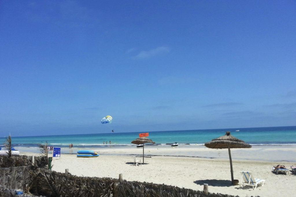 пляж Сиди Мехрез