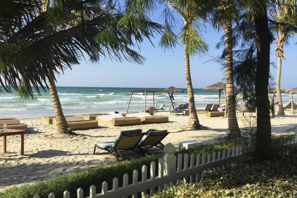 пляж отеля аджман