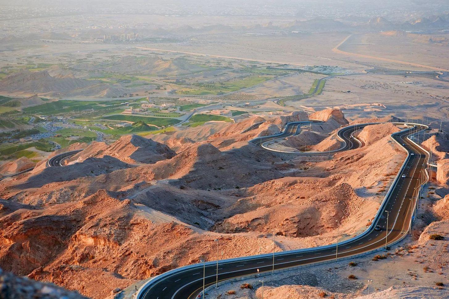 серпантин на гору Джебель Хафит