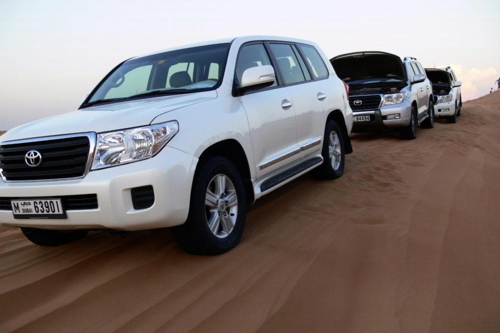 авто для поездки по пустыне