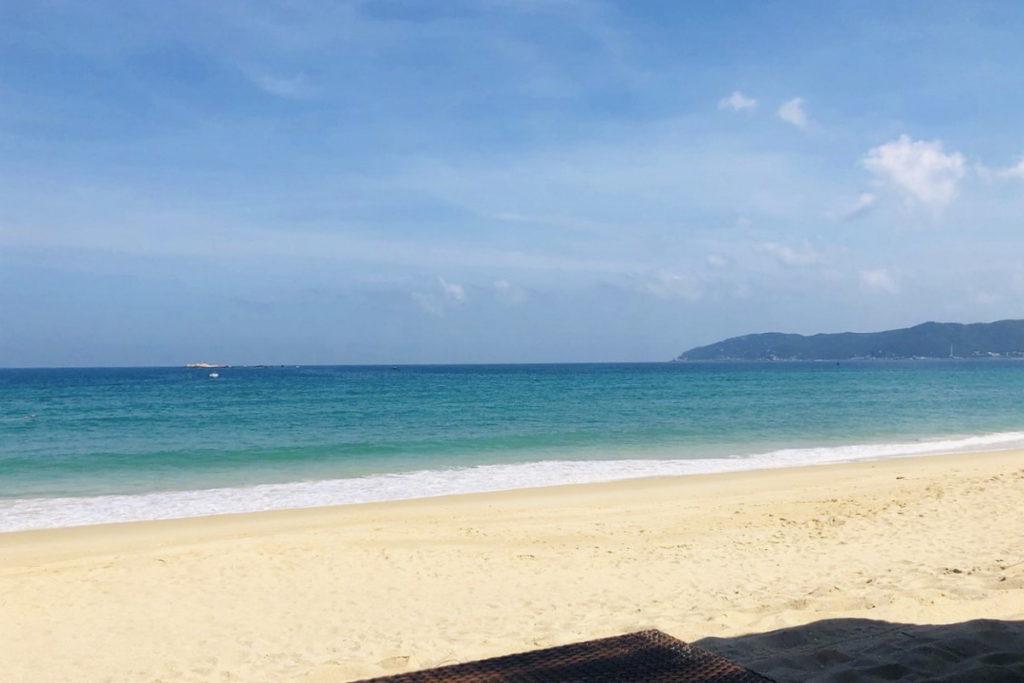 Ялонг бэй пляж