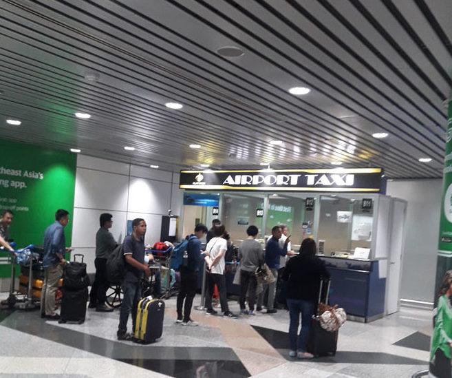 Стайка заказа такси в аэропорту Куала-Лумпура