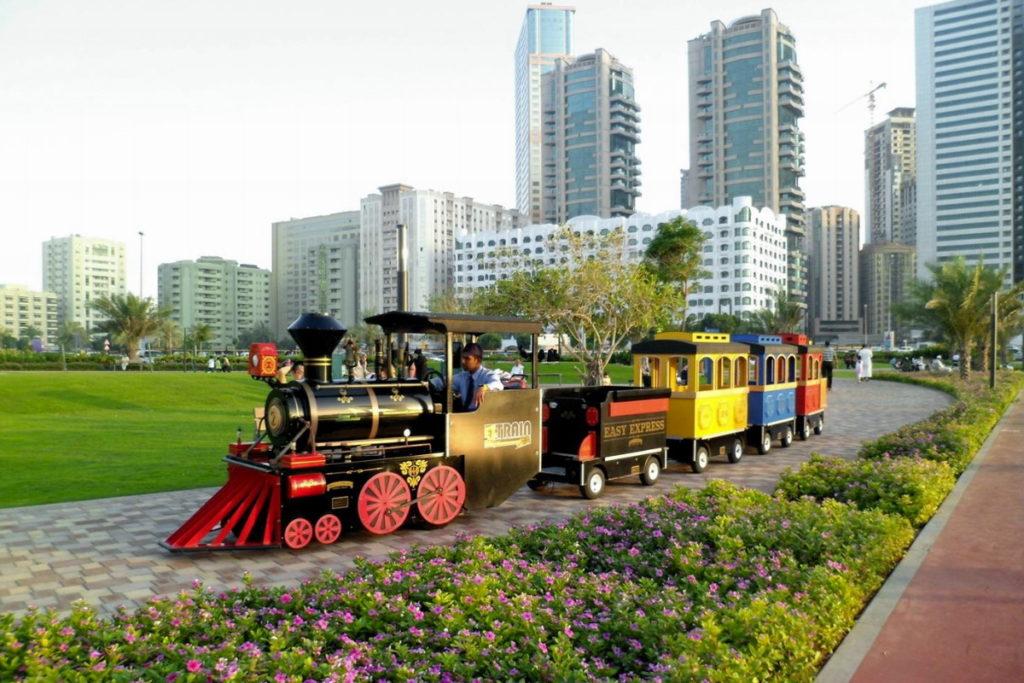 поезд в парке