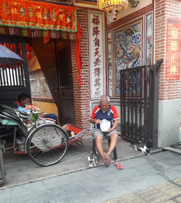 Старик на улице