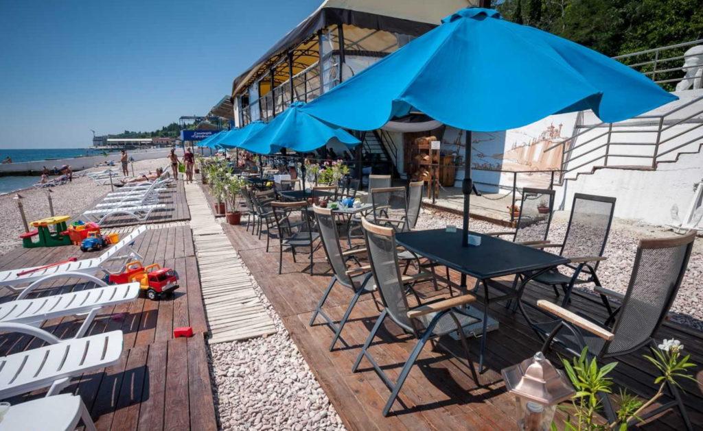 пляж у кафе Прибой