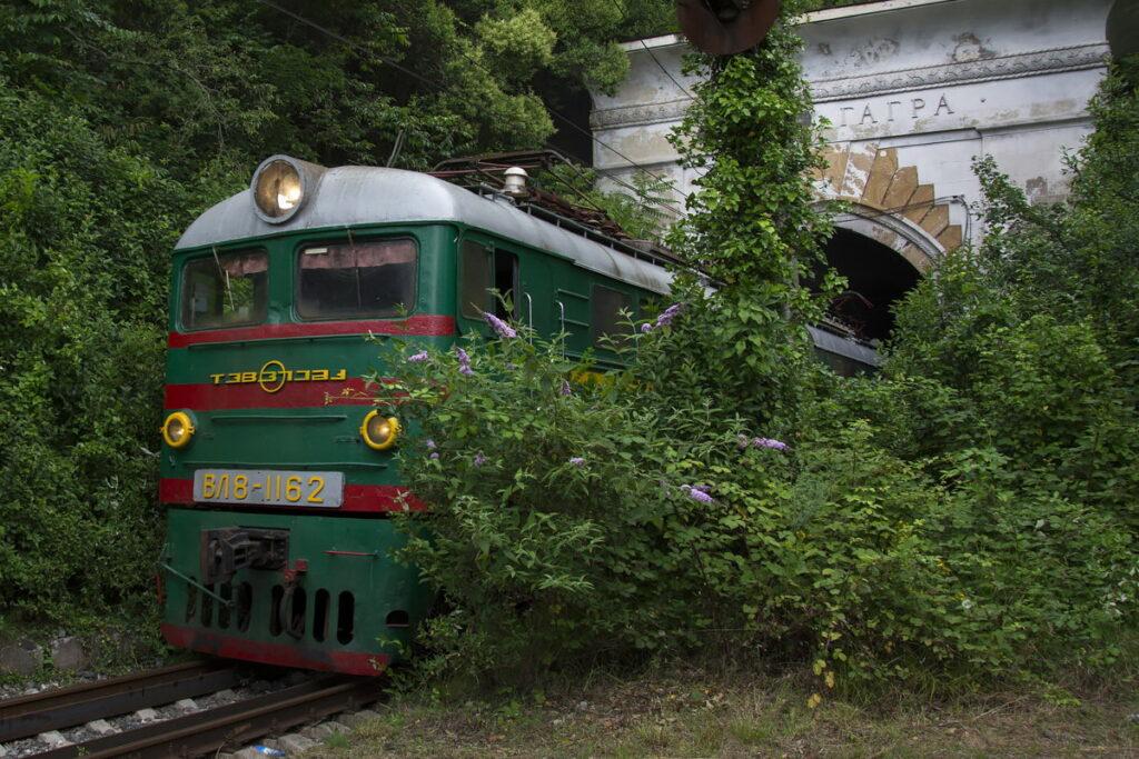 Пригородный поезд Адлер-Гагра