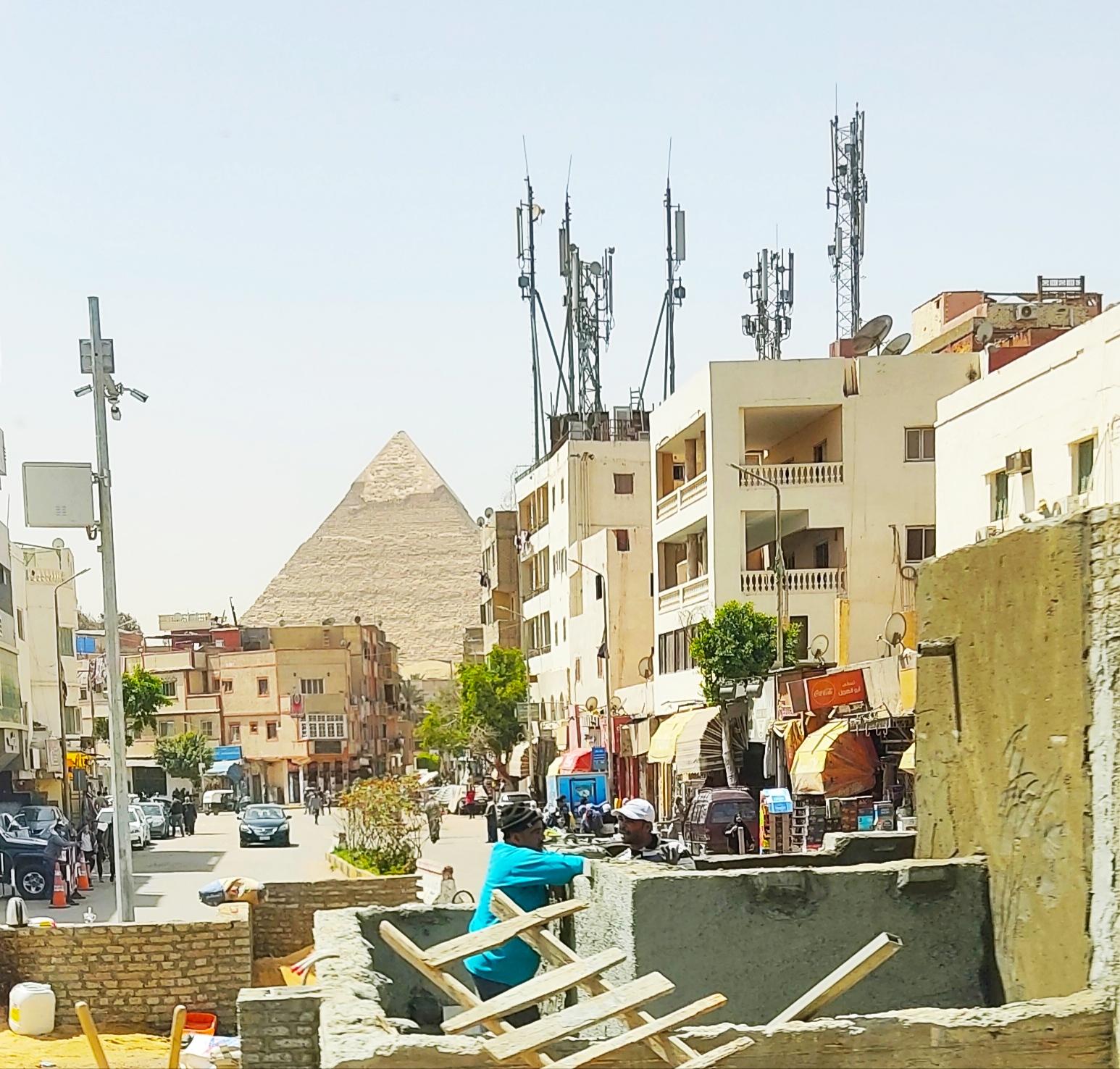 Вид на пирамиду в городе Гиза