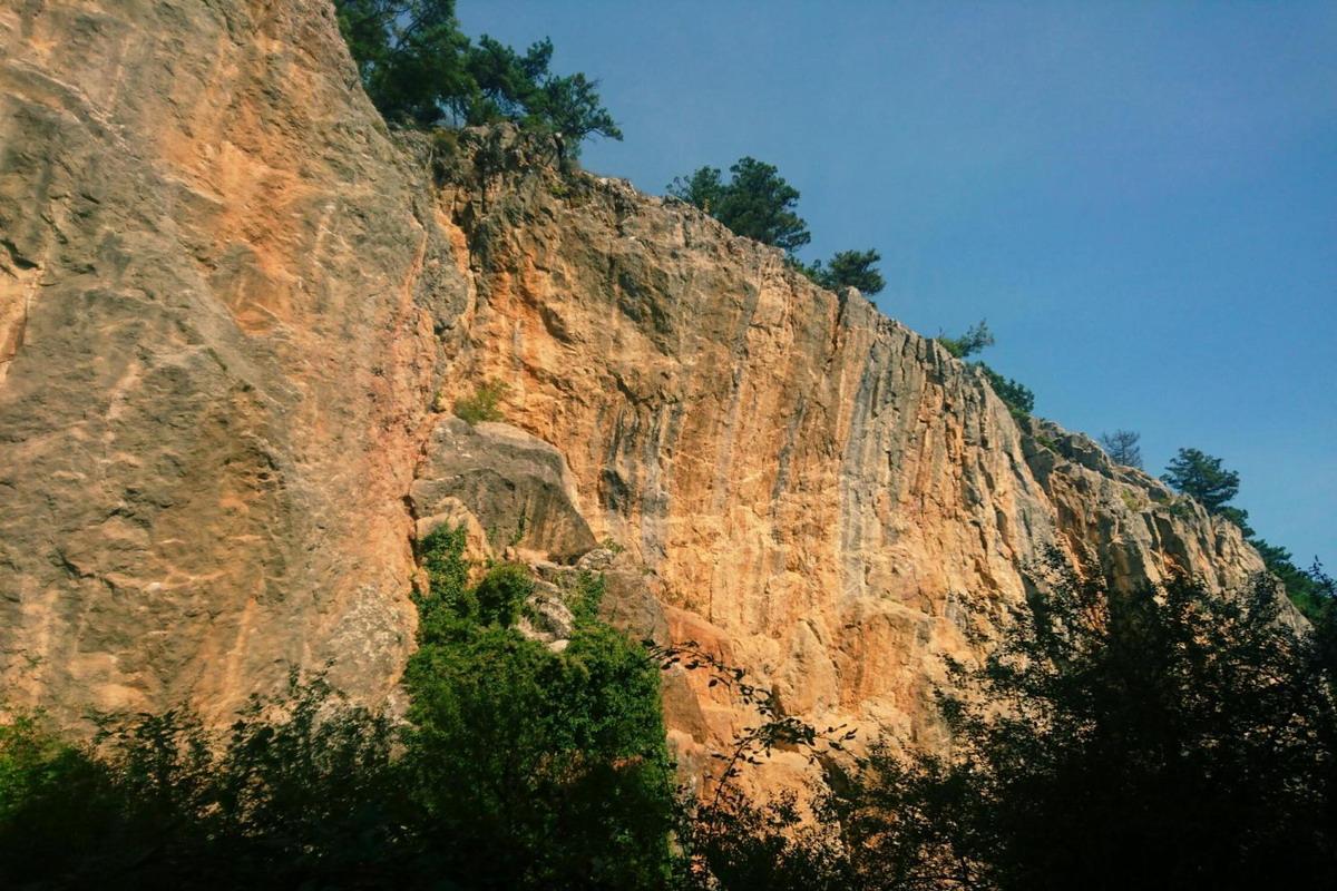 Аянские скалы