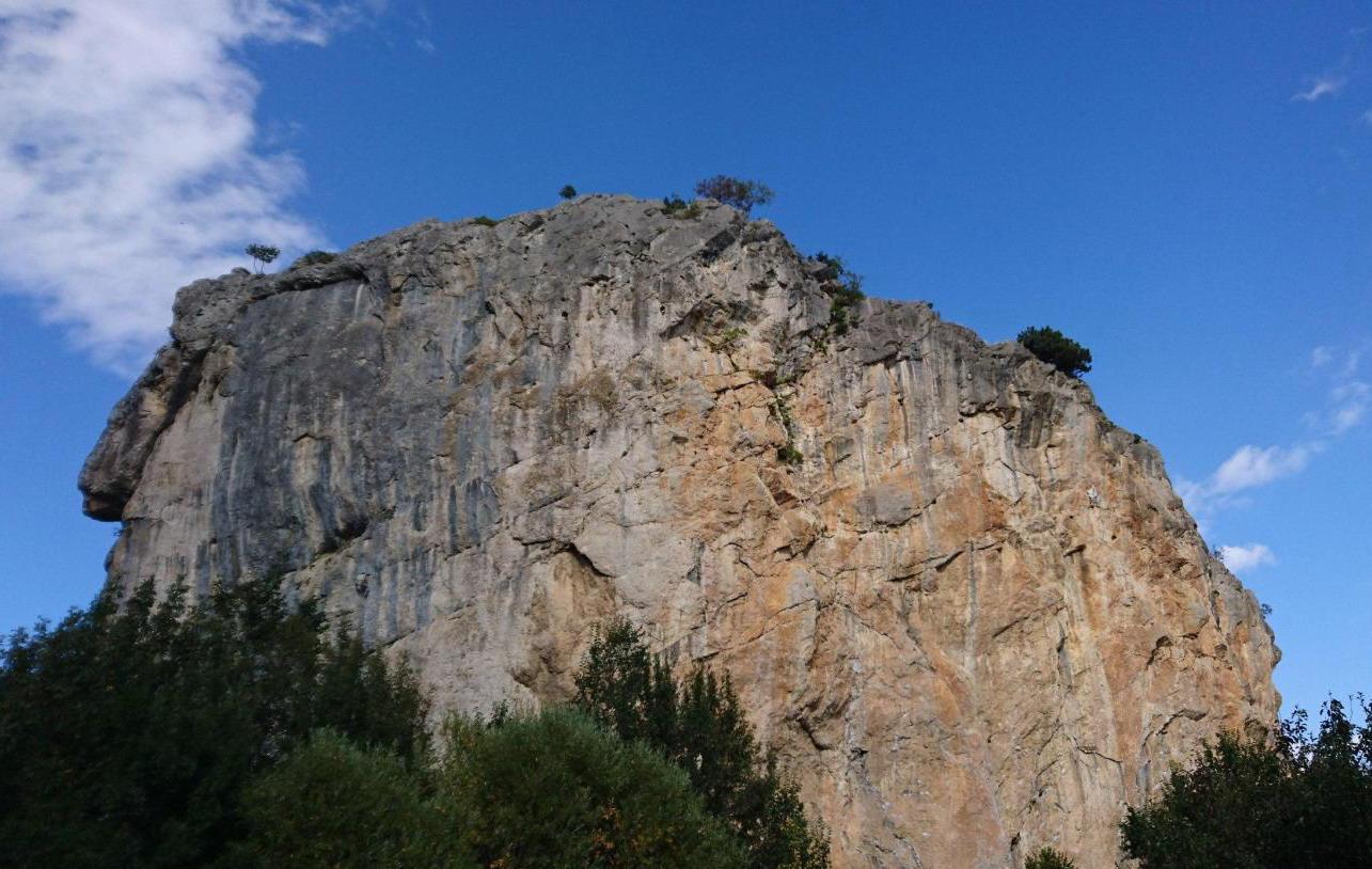 гора Красный камень
